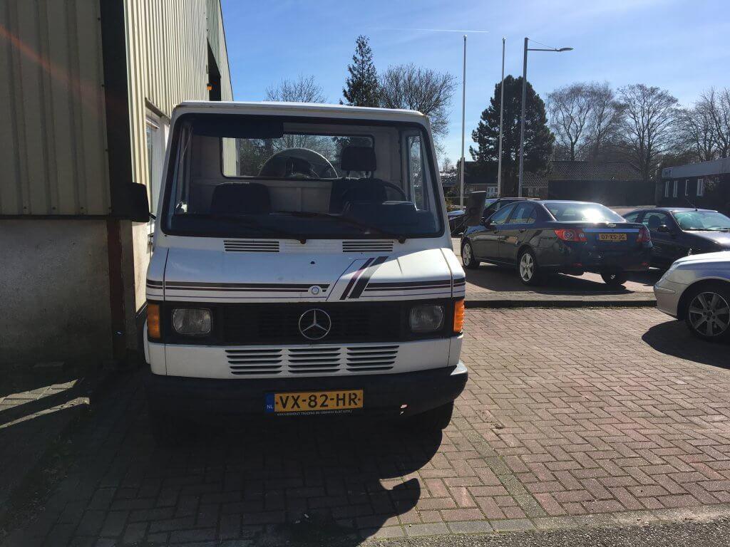 Mercedes 207-D 2